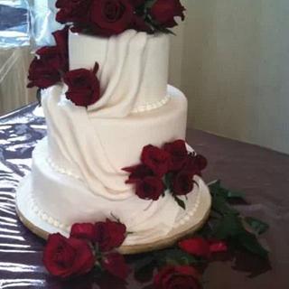 fresh flowers red roses wedding cake