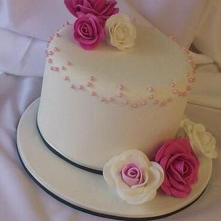 Pink & White Classic  - Cake by Riëtte Cawthorn