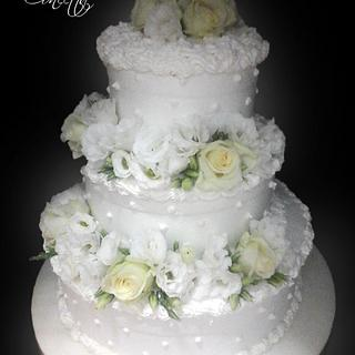 Wedding cake with roses and lisiantus.