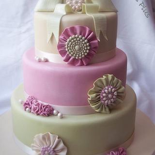 Rosette and brooch wedding cake