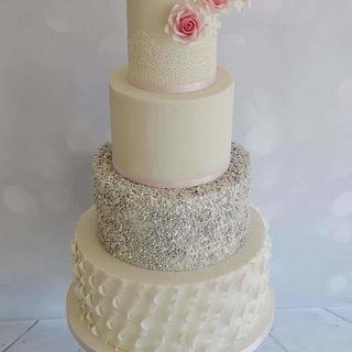 Silver sequins weddingcake - Cake by Liselotte (Taartje van Lot)