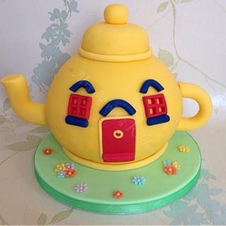 The big yellow teapot!!  - Cake by sarah