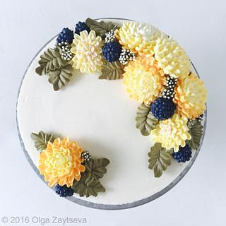 Buttercream chrysanthemums and berries cake