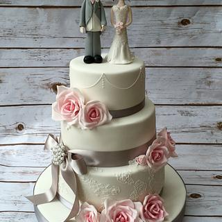 Roses and lace wedding cake - Cake by The Cake Bank