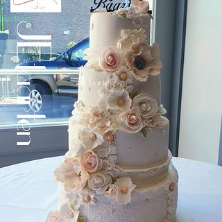 Beautiful pink and white weddingcake - Cake by Judith-JEtaarten