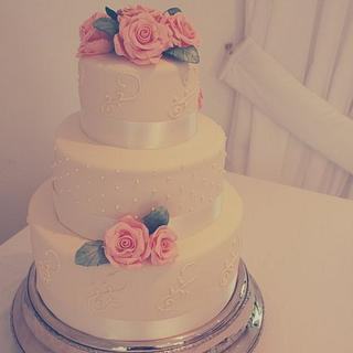 Wedding in peaches and cream - Cake by Rebecca