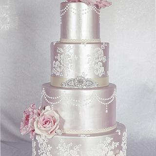 Wedding cake in shimmer.