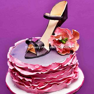 ruffles and heels - Cake by thepastryplace
