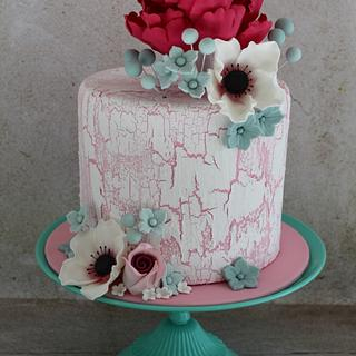 Cake Crackle Effect with Sugar Flowers