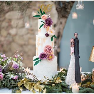 Waferpaper & Gold Wedding Cake