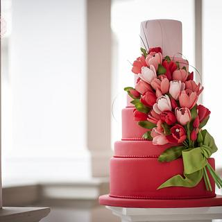 Sugar tulips wedding cake