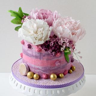 Cake with sugar peonies