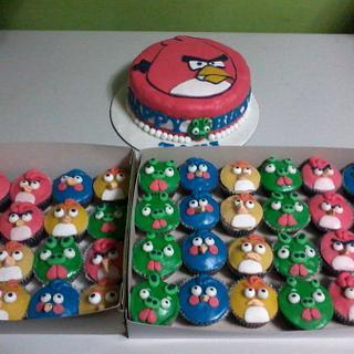 Angry Bird Cake and Cupcakes^_^
