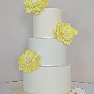 Ivory wedding cake with Peony flowers