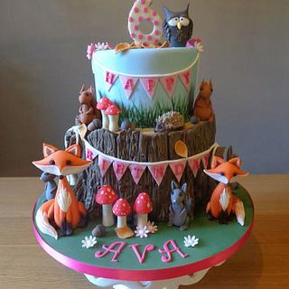 Woodland animals, birthday cake.