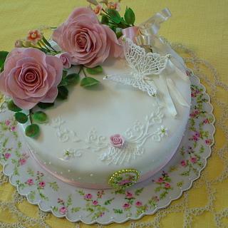 torta con rose e farfalla