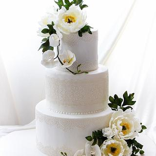 Innocent White lace cake <3