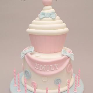 Giant cupcake birthday cake - Cake by CraftyMummysCakes (Tracy-Anne)