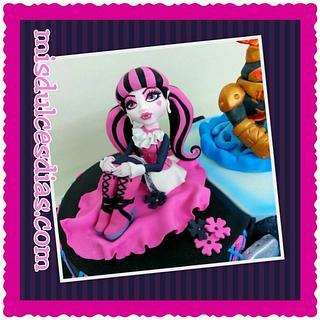 Draculaura modeling fondant - Cake by ROCIO ( Mis dulces dias )
