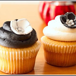 Black, White & Silver Cupcakes - Cake by tortacouture