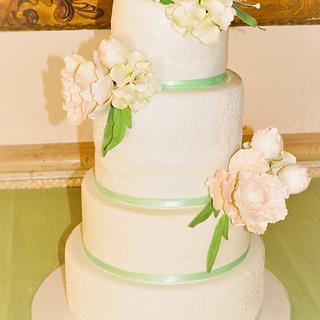 Peony Wedding Cake - Cake by Irene Gutiérrez- Irene Bakery