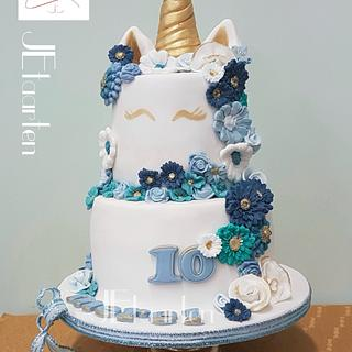 Posh unicorn cake