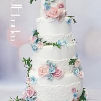 Going to the chapel.... weddingcake in bloom