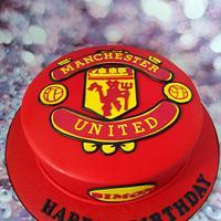 Man Utd logo cake.
