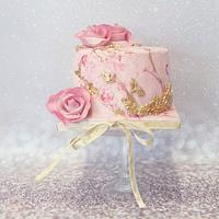 Marble pink and golden smal cake