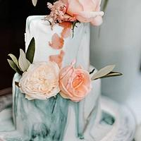 small weddingcake, blush and green marble by Judith-JEtaarten