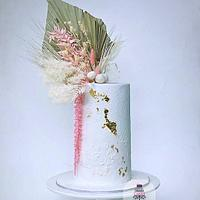 Wedding cake design with dry flowers