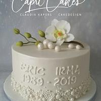 Little wedding cake with edible orchid