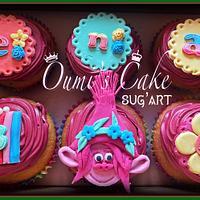 Cupcakes Troll by Cécile Fahs