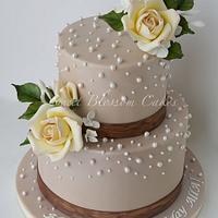 Elegant 40th Birthday cake for a lady.