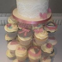 Vintage style wedding top cake and matching cupcakes