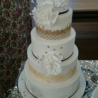 A touch of gold Wedding cake