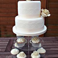 Vintage Wedding Cake & Cupcakes