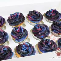 Galaxy cupcakes (tutorial)
