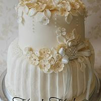 Simply pretty ivory and champagne wedding cake