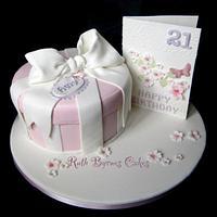 Giftbox & birthday card cake