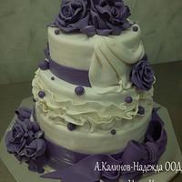 Wedding cake with purple roses