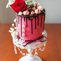 Dripping cake with roses