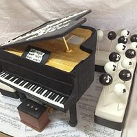 mini grand piano cake and cake pops by jodie baker