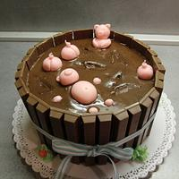 Swimming piggies Kit Kat cake