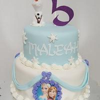 Frozen cake with olaf
