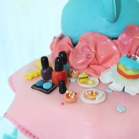 Tea pot Gravity defying cake