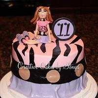 "Monster High ""Clawdeen"" Birthday Cake"