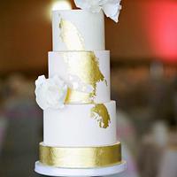 Romantic Blush & Gold Wedding Cake