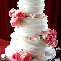 Shabby Chique ruffled wedding cake