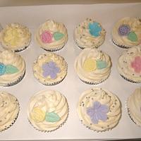 Pastel Engagement Cupcakes